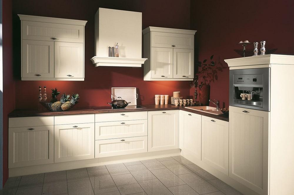 Loohuis-keukens_Klassieke keuken met schouw en kranslijsten