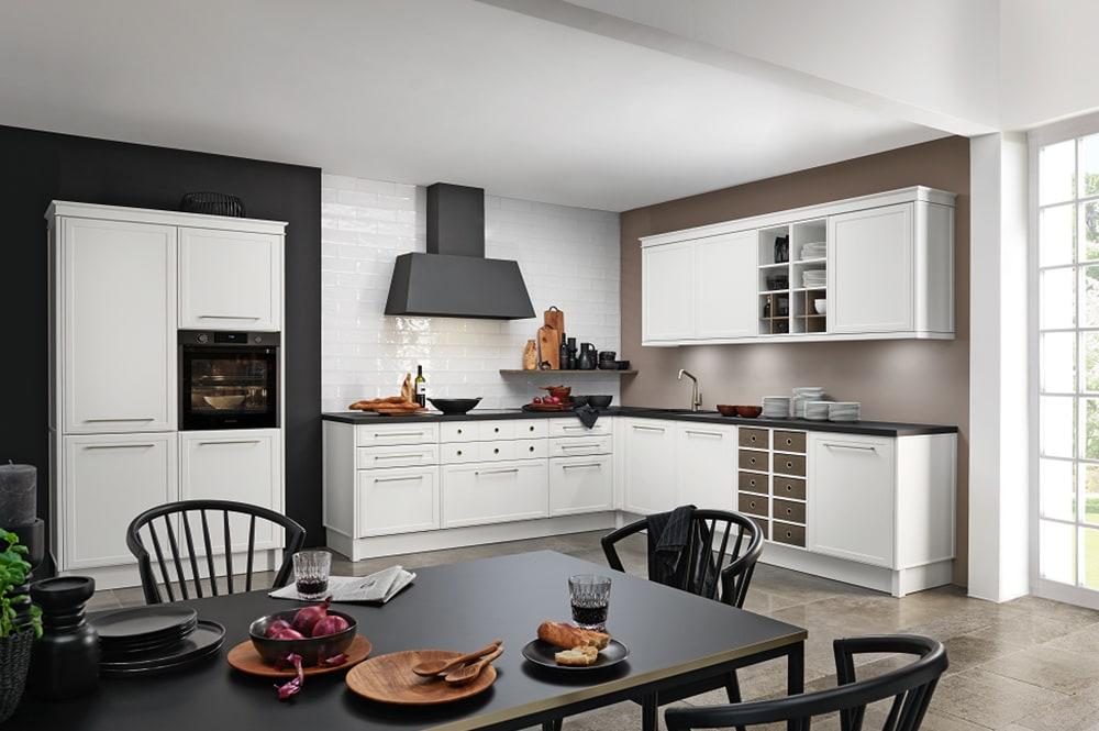 Loohuis-keukens-Klassieke witte hoekkeuken