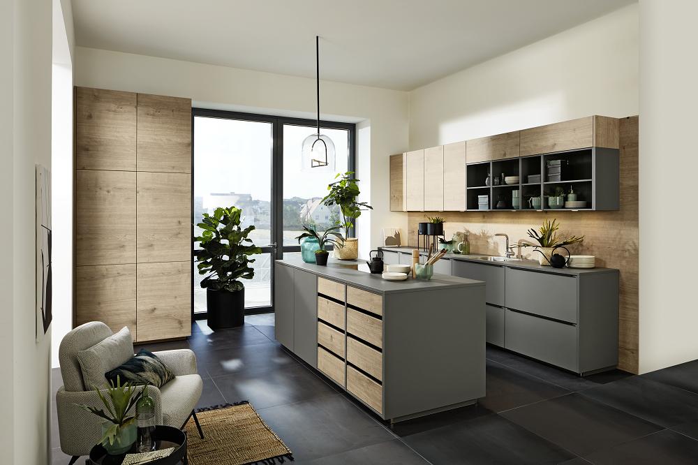 Loohuis_Keukens_Moderne matgrijze houten design eilandkeuken