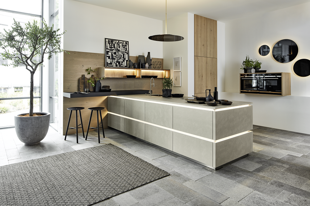 Loohuis_Keukens_Strakke betongrijze eilandkeuken met bar